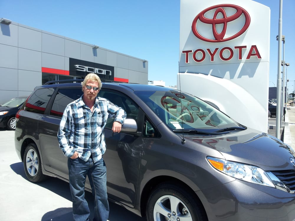 barry leaning on toyota sienna